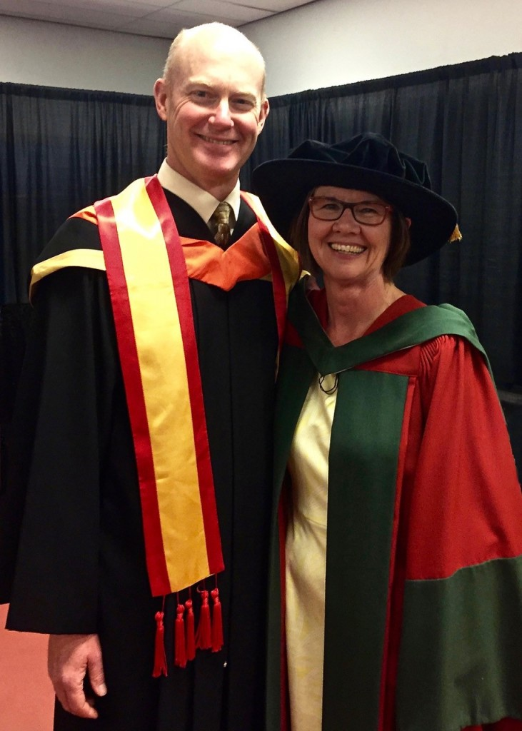 Senator Gord Aker and Professor Lynne Cowe Falls at the June 2017 convocation ceremony for the Schulich School of Engineering.